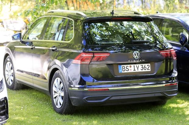 Spy shot of secretly tested future car (Foto: AUTOMEDIA)