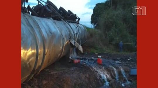 Caminhão carregado com metanol tomba e derrama carga na ERS-324, em Marau