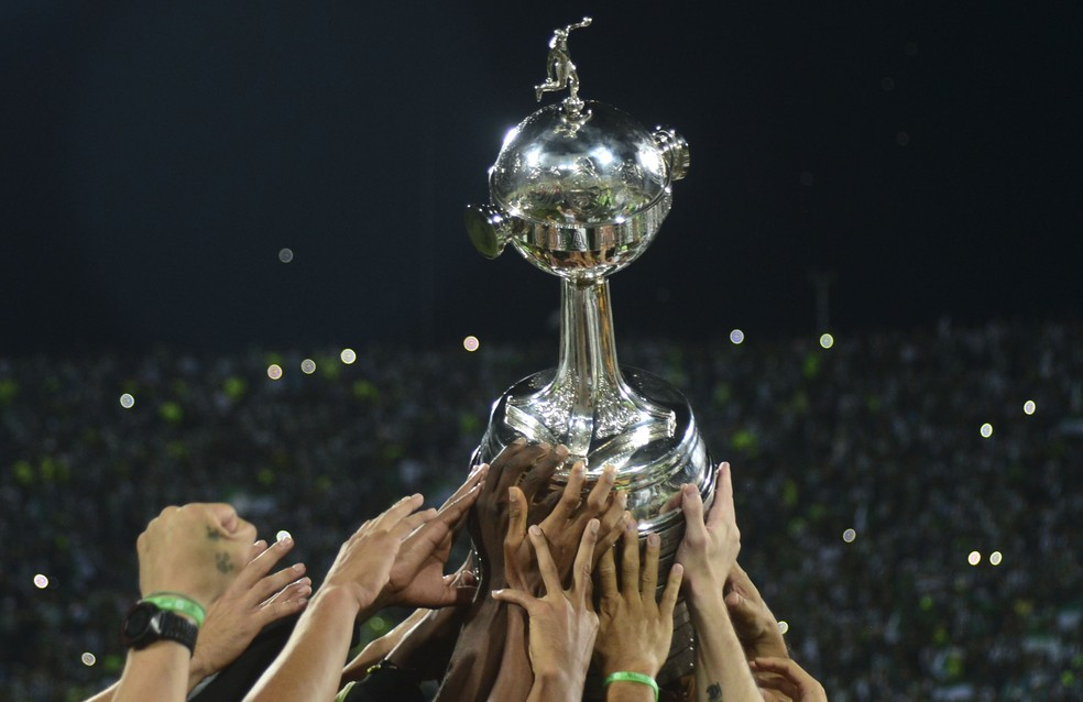 Taça Libertadores da América é alvo de cobiça no continente. Seis brasileiros seguem na briga (Foto: Raúl Arboleda/AFP)