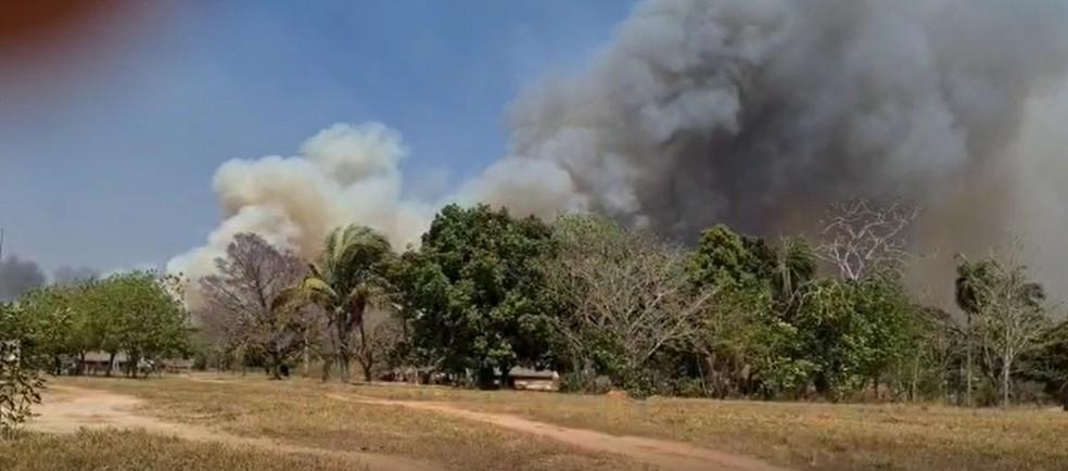 Incêndio obriga Funai retirar 45 indígenas às pressas de 4 aldeias em reserva em Mato Grosso — Foto: Funai