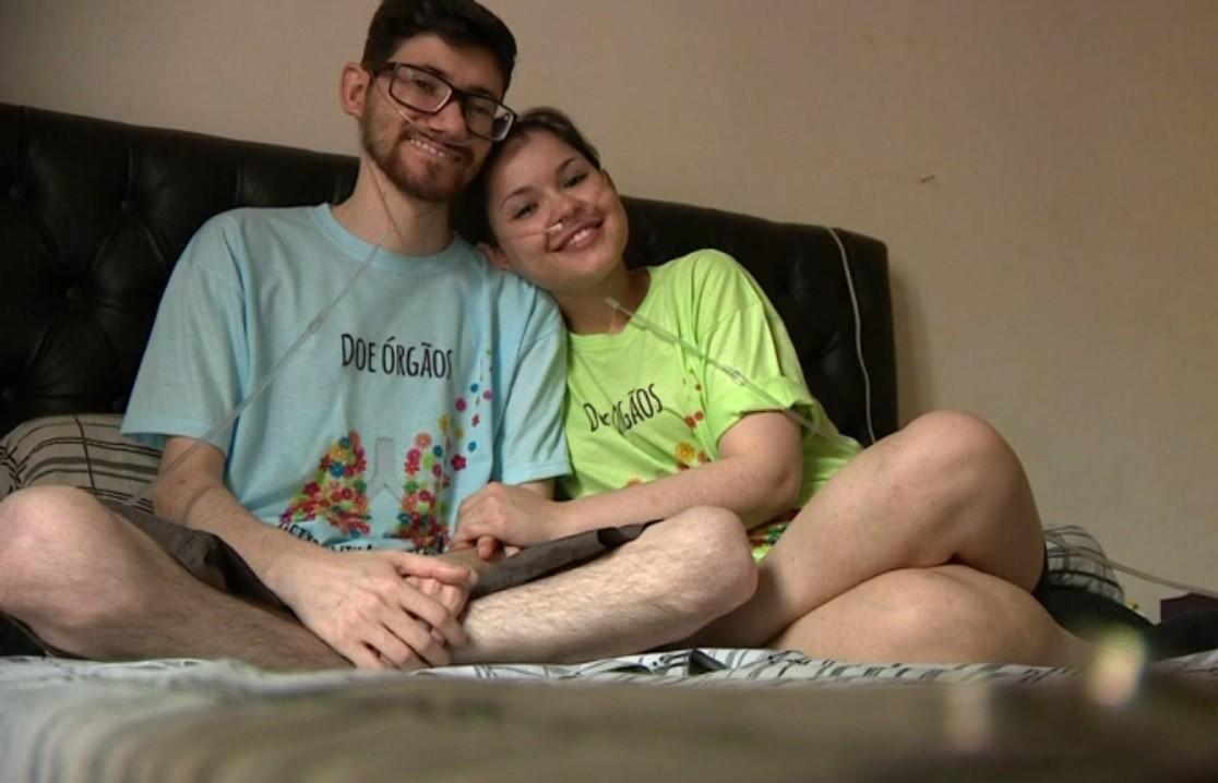 Após se conhecer pela internet, casal se muda para Porto Alegre à espera de um transplante de pulmão