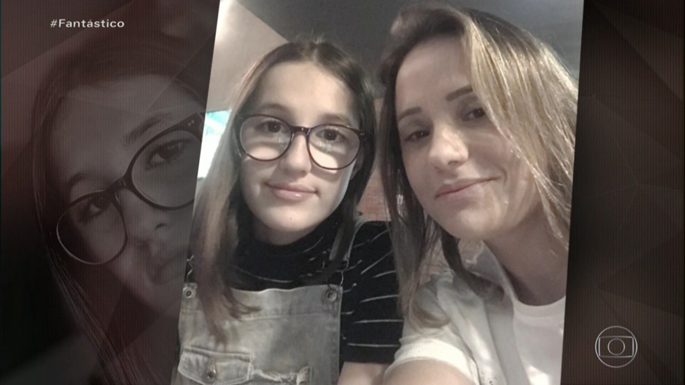Patrícia Ramos e a filha, Isabele, morta com um tiro na cabeça, em Cuiabá — Foto: TV Globo