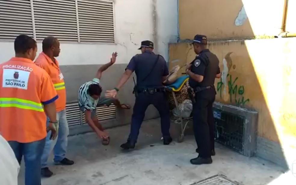 Samir foi agredido por Guarda Civil Metropolitano e teve punho fraturado (Foto: Reprodução/TV Globo)