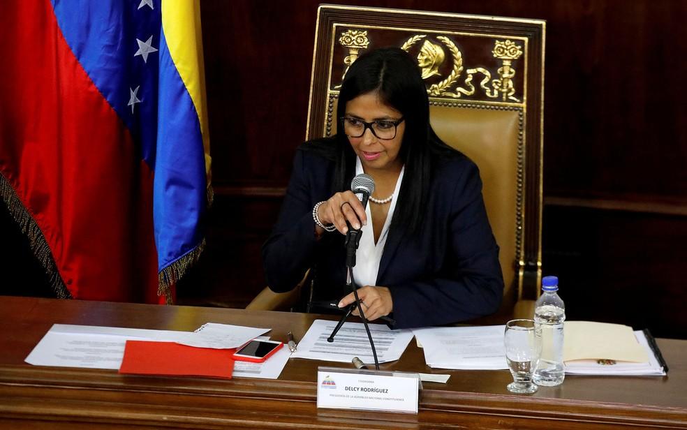 A presidente da Assembleia Nacional Constituinte venezuelana, Delcy Rodríguez, durante sessão do dia 8 de agosto, em Caracas (Foto: Reuters/Carlos Garcia Rawlins)
