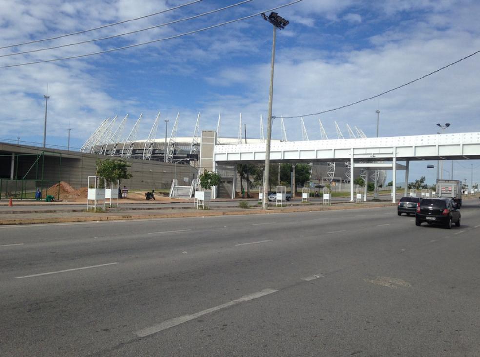 Fluidez do trânsito, iluminação e segurança foram um dos pontos satisfatórios apontados pelos moradores após reforma da Arena Castelão e requalificação da Avenida Alberto Craveiro. (Foto: Gioras Xerez/G1 Ceará)