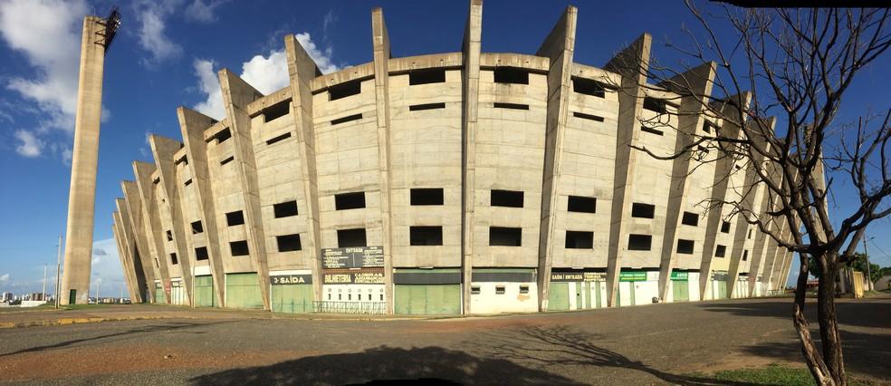 Estádio Albertão: troca de ingresso por lixo reciclável  (Foto: Arthur Ribeiro/GloboEsporte.com)
