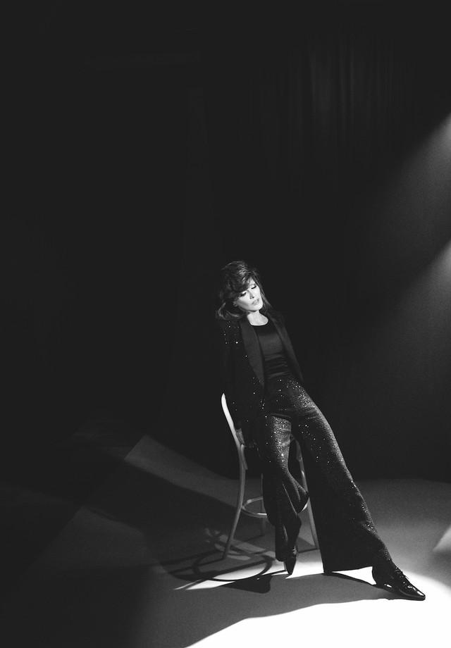 Carla Bruni encarna Mina na Vogue Itália (Foto: Divulgação)