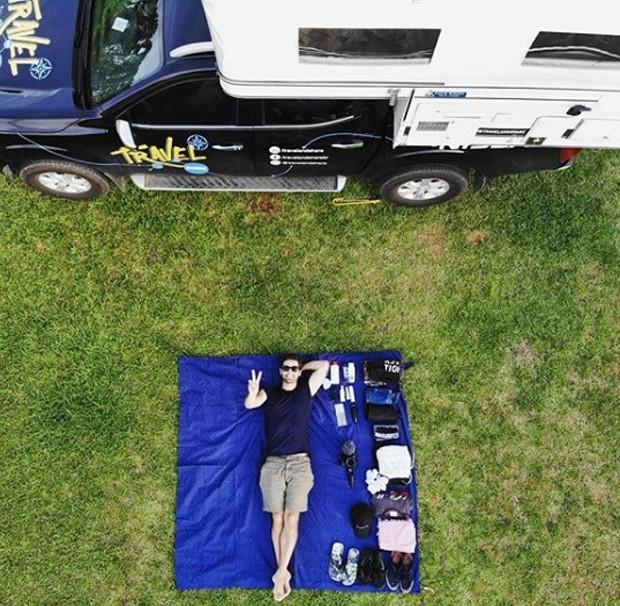 travel-and-share-casal-brasileiro-que-viaja-o-mundo-em-um-carro-com-casinha-camping (Foto: Divulgação)