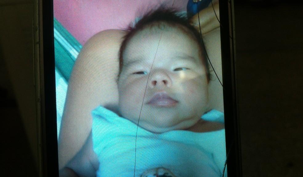 Bebê foi esfaqueado no pescoço e no peito; ele foi levado para hospital, mas não resistiu (Foto: Reprodução/Arquivo Pessoal)