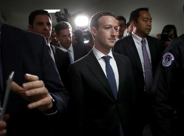 Mark Zuckerberg, CEO do Facebook, durante reunião com senadores no Capitólio (Foto: Win McNamee/Getty Images)