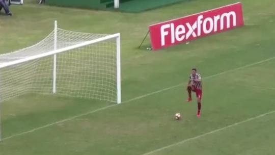 Jogador do Flu dança antes de marcar, e final contra o Vasco acaba em briga
