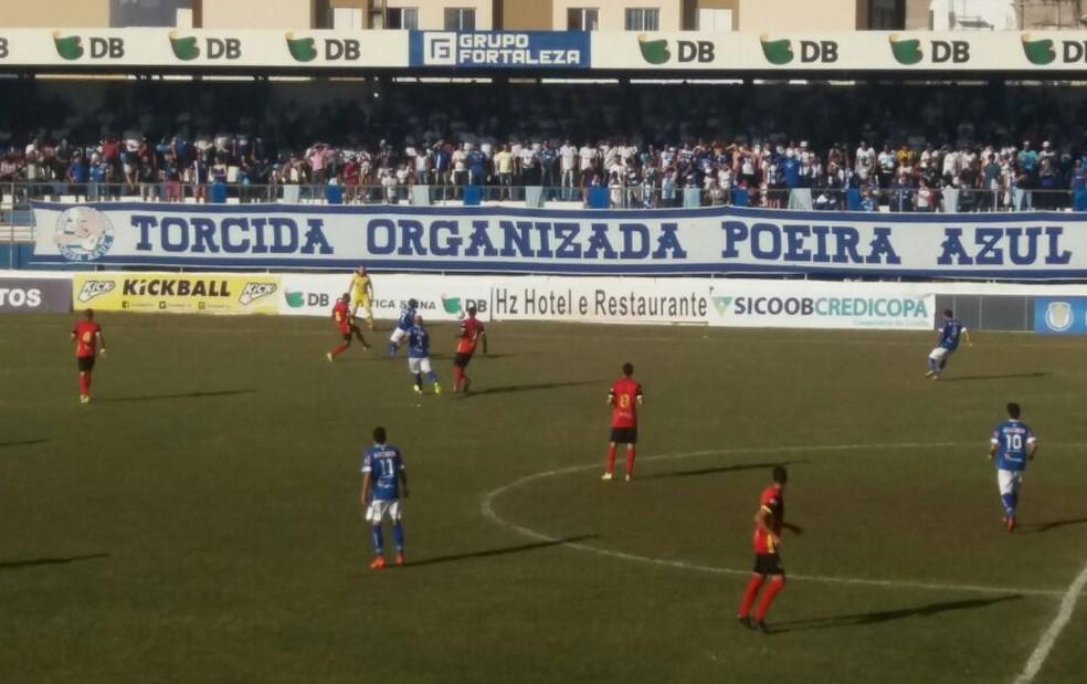 URT vence Globo FC e leva vantagem para segunda partida (Foto: Cesar Campos)