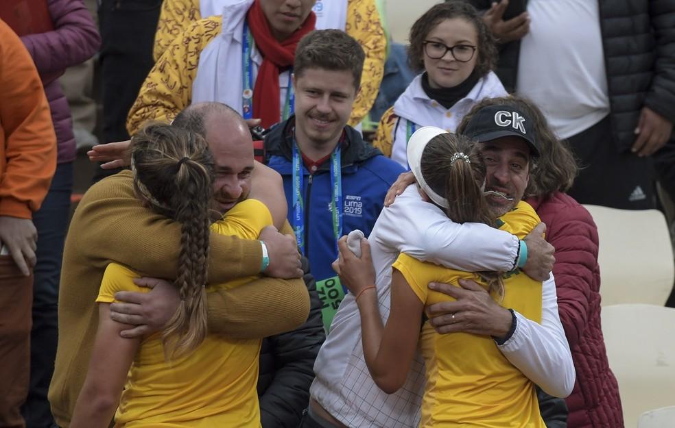 Carol Meligeni e Luisa Stefani bronze tênis Pan de Lima — Foto: Washington Alves/COB