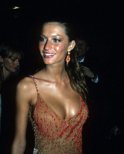 Gisele Bündchen, de Versace, no baile do Met 1999 (Foto: Getty Images)