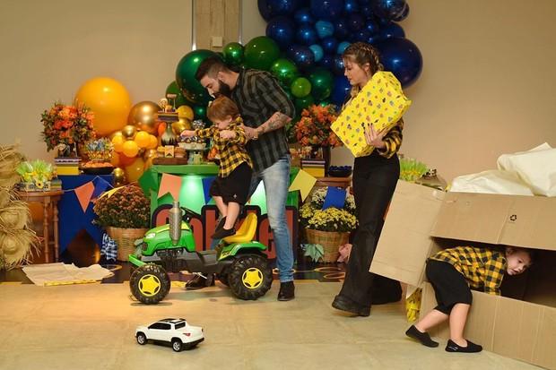 Andressa Suita e Gusttavo Lima comemoram os 3 anos do primogênito, Gabriel (Foto: Allyne Menolly)