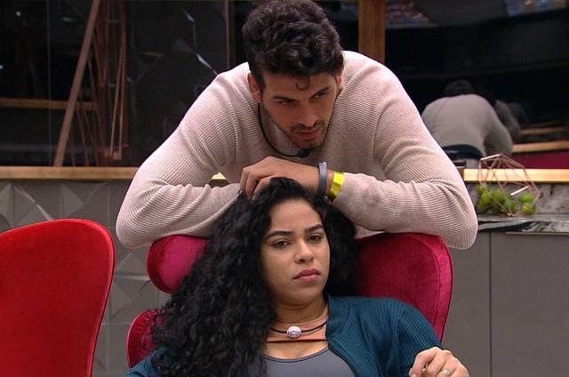 Maycon e Elana (Foto: TV Globo)