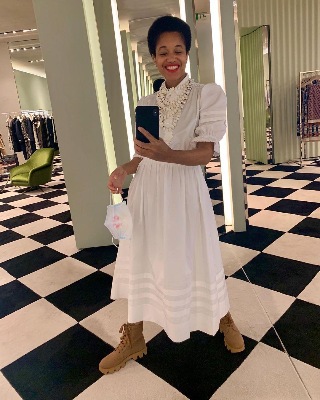 Vestido vitoriano: aposte nos elementos clássicos da tendência, como golas altas ou redondas, estampas florais e comprimentos longos (Foto: Reprodução/Instagram Tamu McPherson)