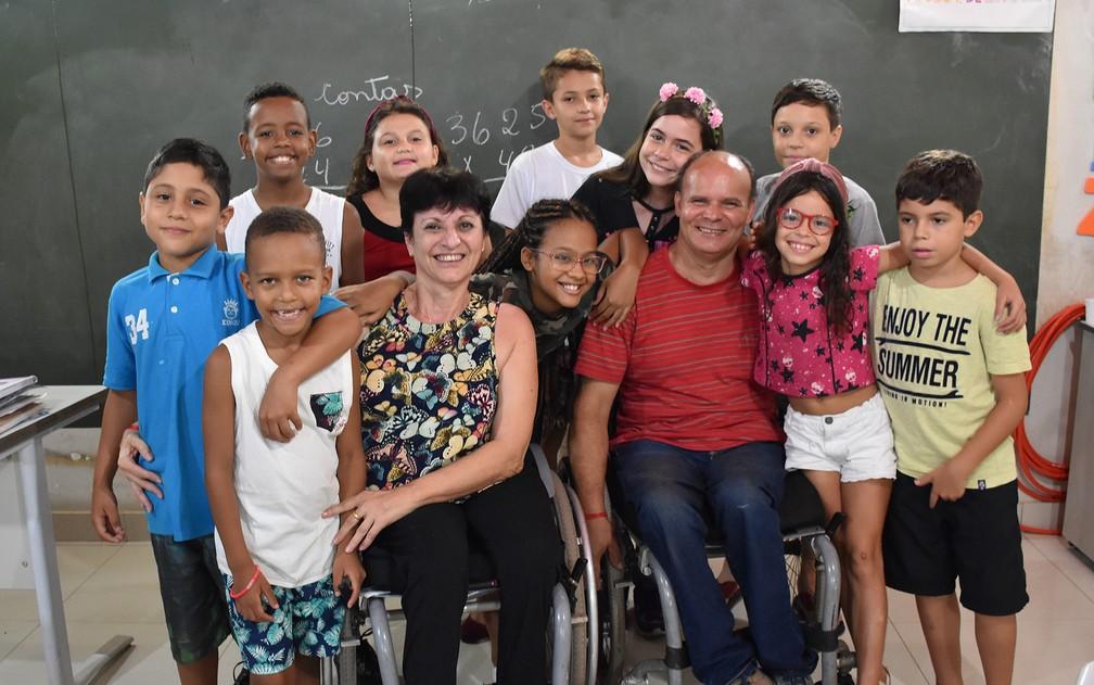 Além do português e da matemática, tia Sônia e tio Jeferson ensinam lições de vida em Ribeirão Preto (SP) — Foto: Pedro Martins/G1