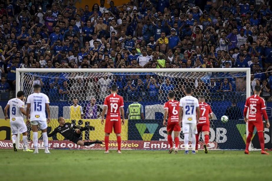 Atuações do Cruzeiro: Robinho erra muito, gol salva Fred, e Éderson mostra regularidade