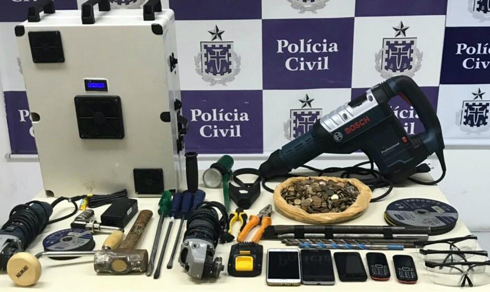 Material apreendido em poder dos suspeitos (Foto: Divulgação/SSP-BA)