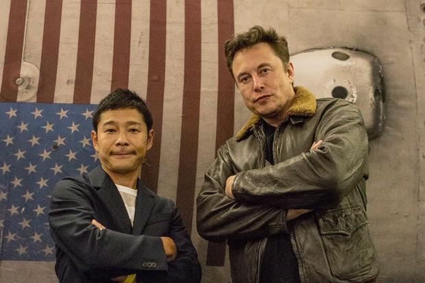 Elon Musk e milionário japonês que irá viajar para a lua com a SpaceX (Foto: Reprodução)