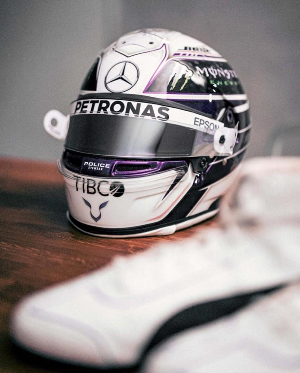 O capacete que Hamilton vai usar em 2020 — Foto: Divulgação/Raí Caldato