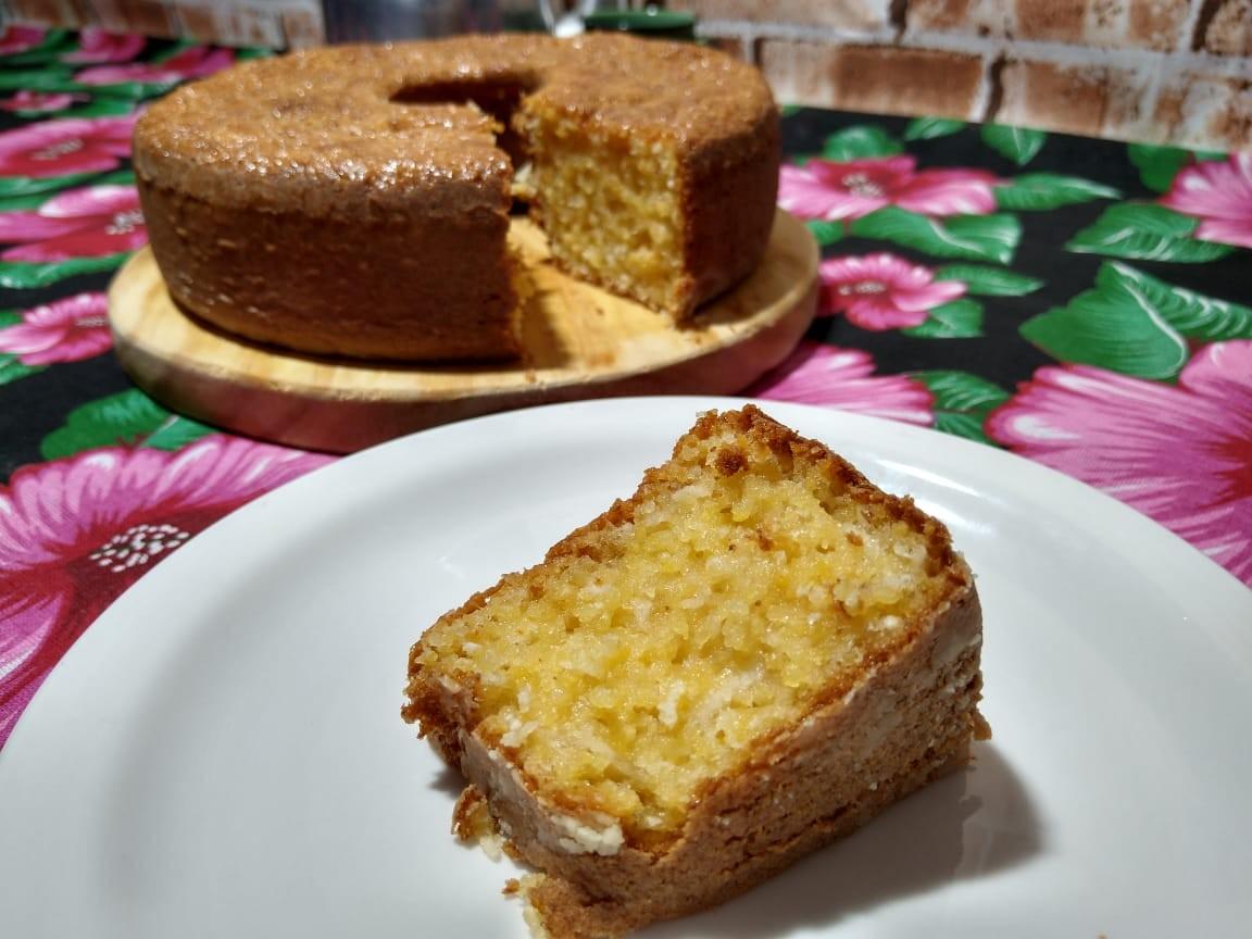 Confira a receita de um delicioso bolo de cuscuz com coco