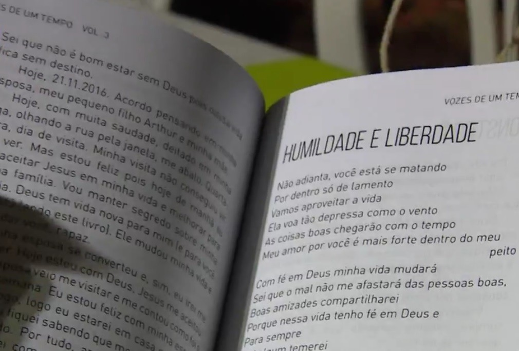 Terceiro volume de obra escrita por presos é lançada na Feira do Livro de Porto Alegre