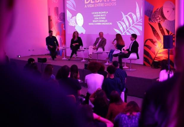 Convidados debatem durante o lançamento do Caderno Globo: Entre Dados em São Paulo (Foto: Globo/Bruno Moreira)