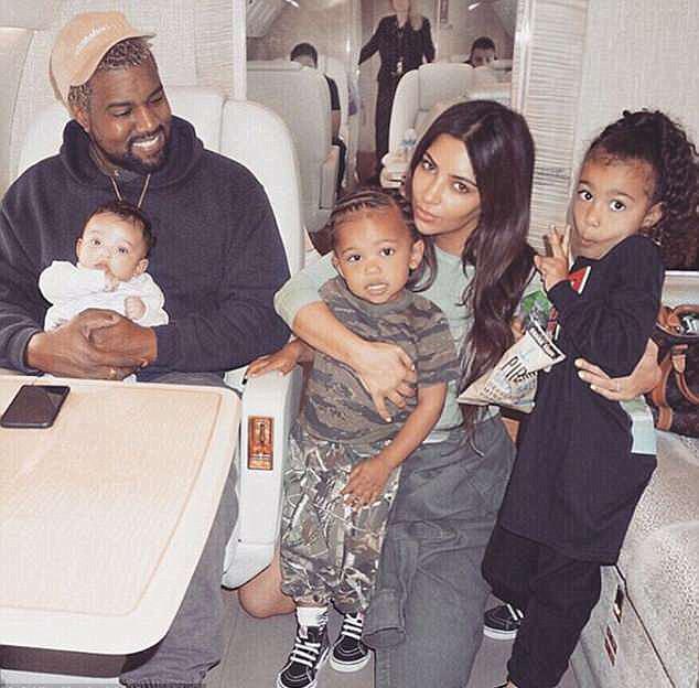 Kanye West, Kim Kardashian e os filhos Chicago, Saint e North (Foto: Instagram)