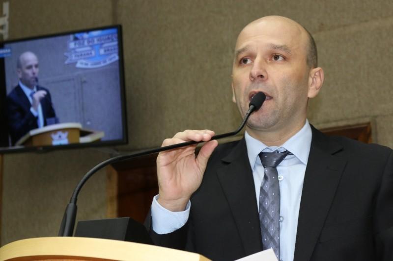 MP ajuíza ação contra vereador de Foz do Iguaçu e outras seis pessoas por supostas fraudes em bolsa atleta - Radio Evangelho Gospel