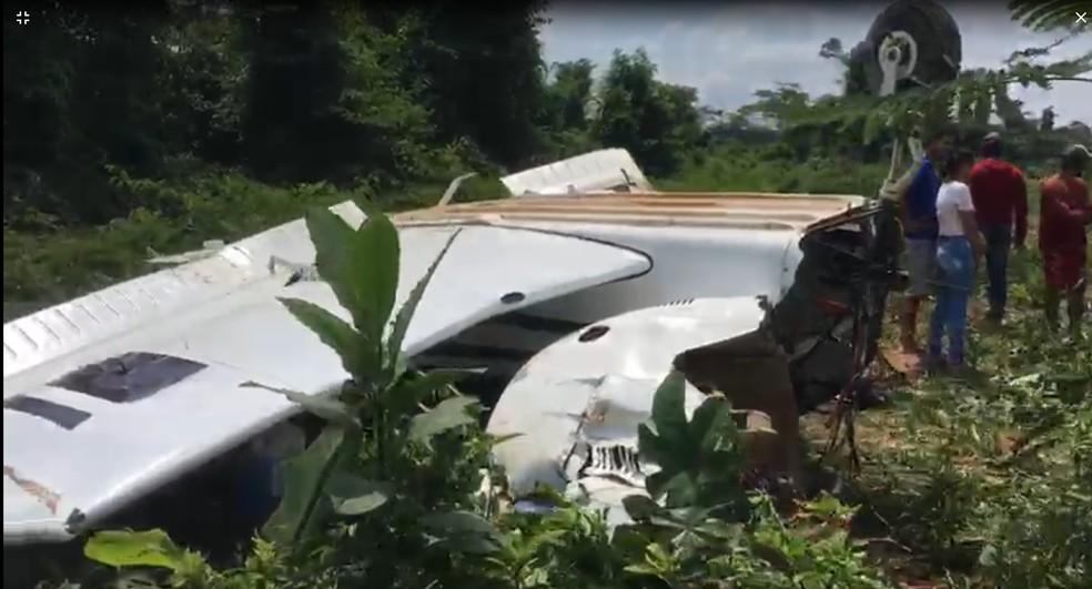 Avião ficou destruído após acidente — Foto: Reprodução/TV Liberal
