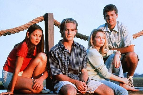 Katie Holmes, Michelle Williams, Joshua Jackson e James Van Der Beek como seus personagens na série Dawsons Creeks (Foto: Reprodução)