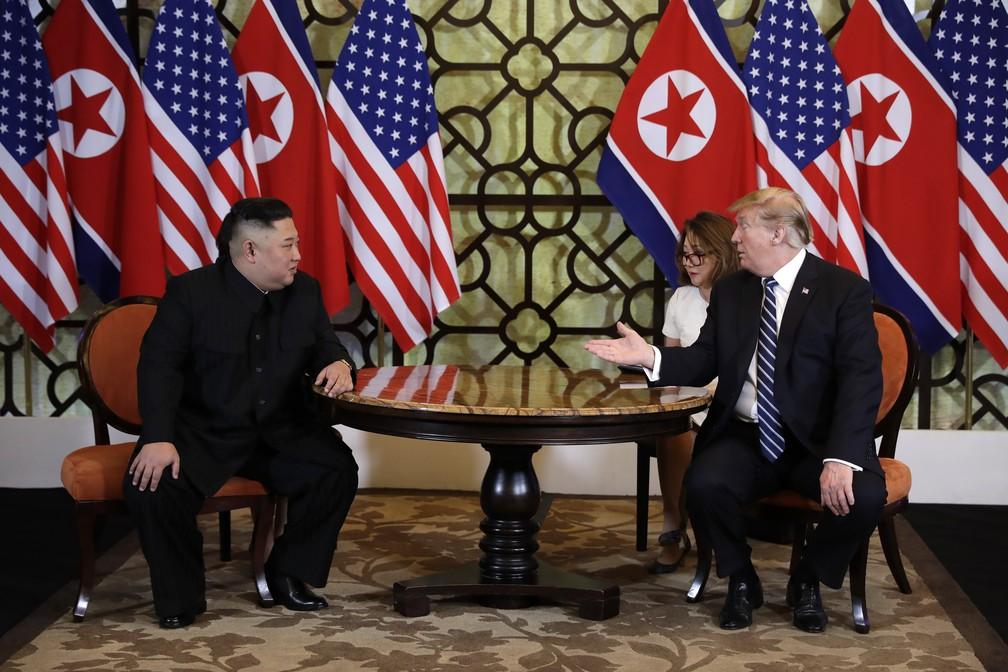 Kim Jong-un e Donald Trump abrem segundo dia da reunião bilateral em Hanói, no Vietnã — Foto: Evan Vucci/AP Photo