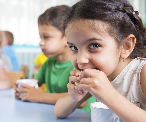 obesidade infantil; alimentação; criança; lanche (Foto: Thinkstock)