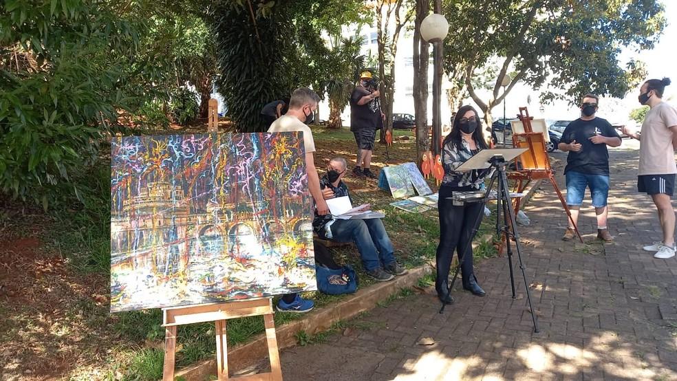 Artistas criaram série de intervenções para protestar contra transferência de acervo da Pinacoteca de Piracicaba — Foto: Fátima Monis