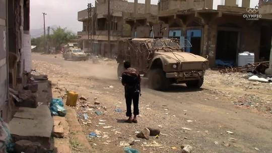 Sobrevivente da guerra, judoca do Iêmen se arrisca para levar esporte a crianças desabrigadas