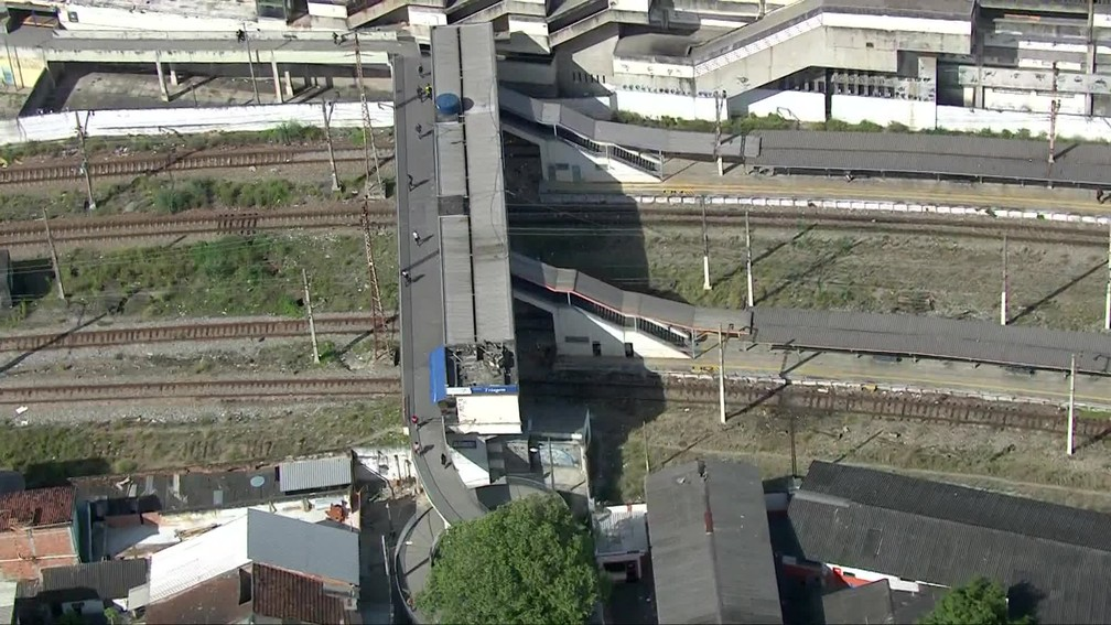 Maquinistas foram sequestrados por criminosos na estação de Triagem, na Zona Norte do Rio — Foto: Reprodução / TV Globo