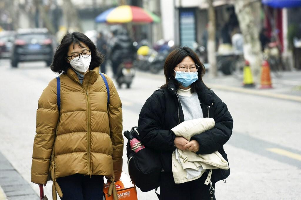 Autoridades chinesas confirmam mais uma vítima de coronavírus, e total de mortos sobe para 18