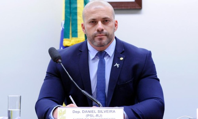Deputado Daniel Silveira durante sessão na Câmara, antes da pandemia