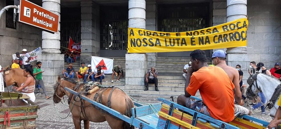 Carroceiros se concentraram em frente à Prefeitura de Belo Horizonte  — Foto: Carlyle André/TV Globo