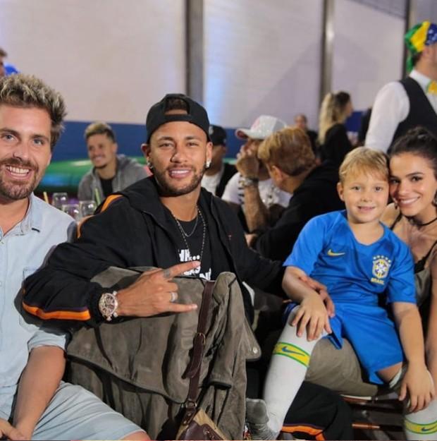 O ator Thiago Gagliasso com Neymar, Davi Lucca e Bruna Marquezine (Foto: Reprodução Instagram)