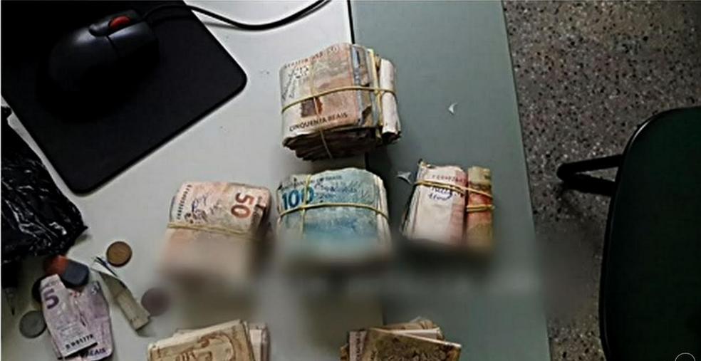 Dinheiro estava escondido dentro da calcinha da mulher. (Foto: Reprodução/TV Verdes Mares)