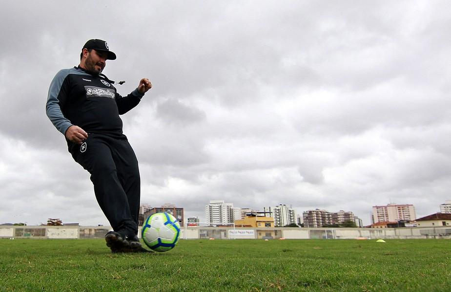 Entre os piores ataques do Brasileirão, Botafogo tem bola parada como alternativa para gols