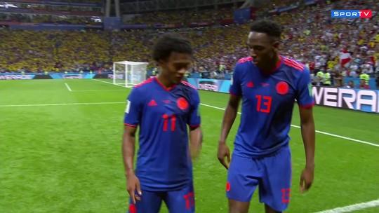 Teve dancinha! Mina marca para a Colômbia e comemora em grande estilo