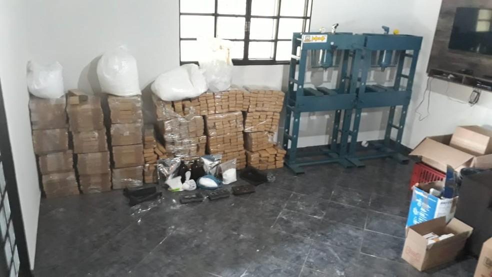 Drogas e materiais foram apreendidos em chácara em Olímpia  — Foto: Arquivo Pessoal