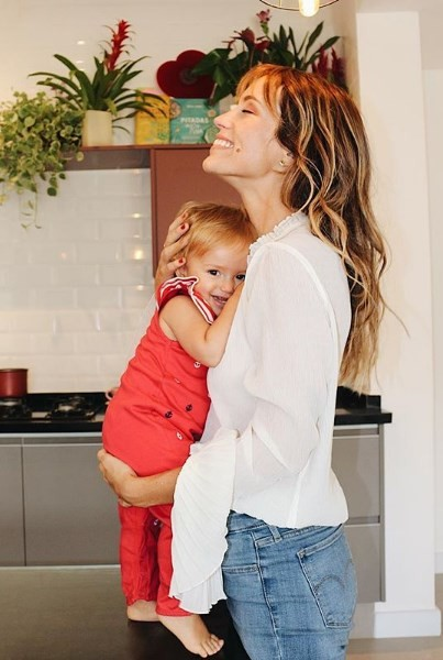 Juliana Didone com a filha (Foto: Reprodução)