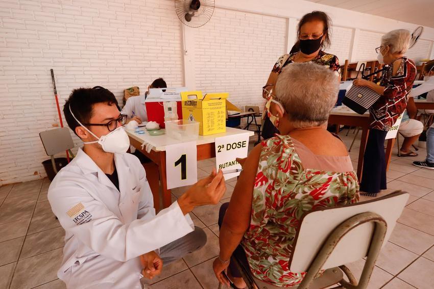 Porto Alegre vacina contra Covid pessoas com mais de 61 anos a partir desta segunda