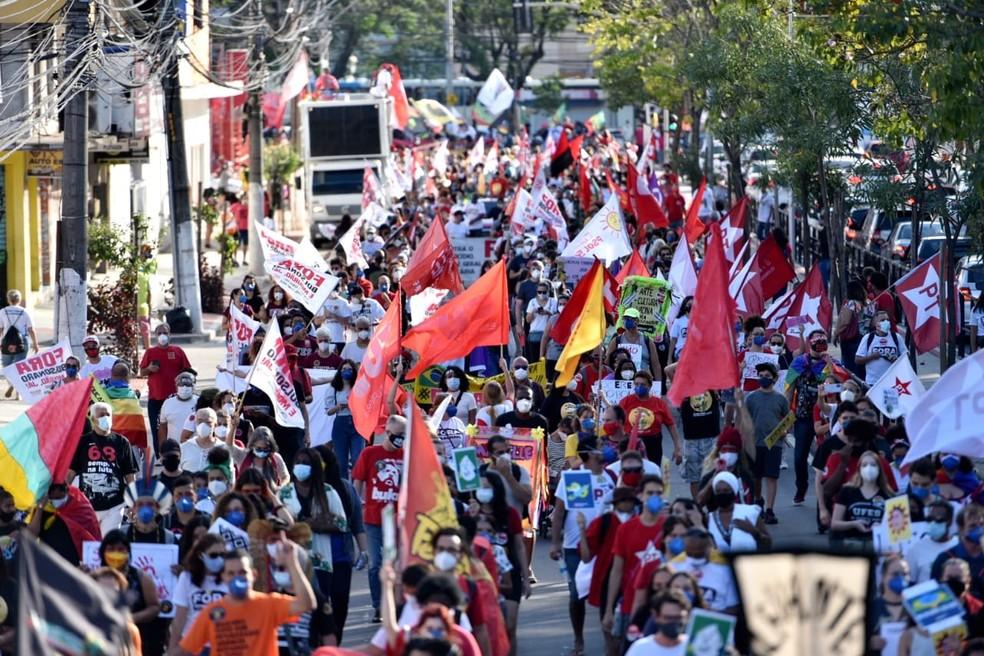 Manifestantes fecham avenida em manifestação contra governo Bolsonaro em Vitória, ES — Foto: Rodrigo Gavini/ Rede Gazeta
