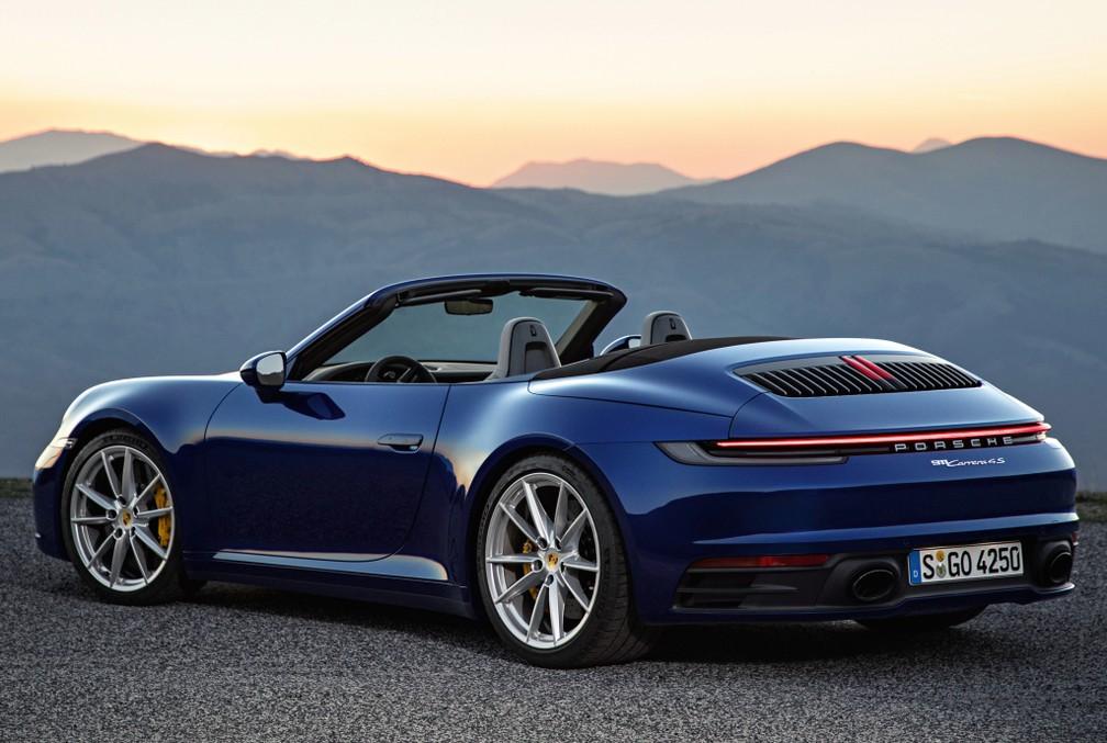 911 Cabriolet tem traseira alta e mantém lanterna inteiriça — Foto: Divulgação/Porsche